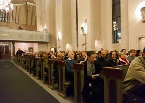 Yleisöä Auroren 2015 avauskonsertissa